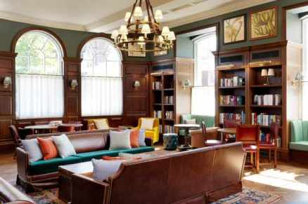 Library-at-the-University-Arms-hotel-6256e09